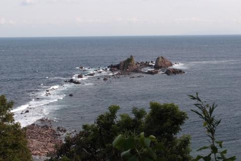 満潮時の三ツ石海岸