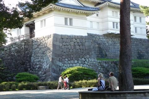 2011年天守閣下に植え込みがあった小田原城