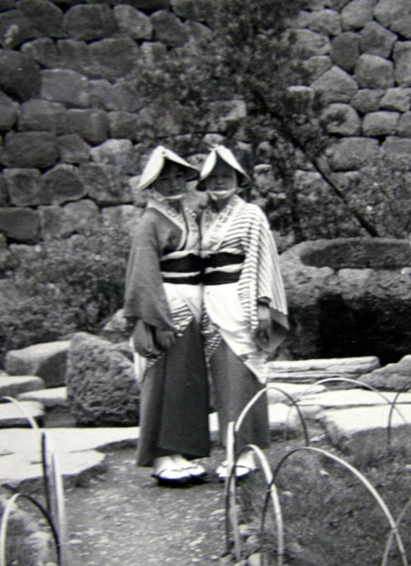 1965年頃小田原城址公園に来た阿波おどりの踊り手