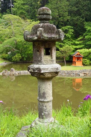浄瑠璃寺庭園・石燈籠