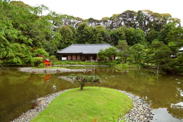 浄瑠璃寺庭園・東方から見た本堂と池泉