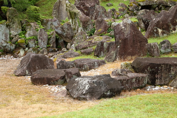 楽々園・出島の石組