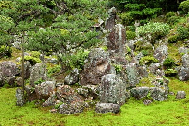 青岸寺庭園・中島