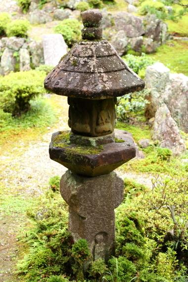 青岸寺庭園・燈籠