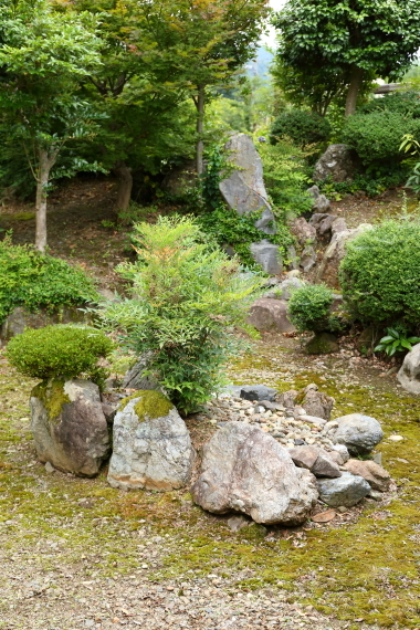 理覚院庭園・枯滝と亀島