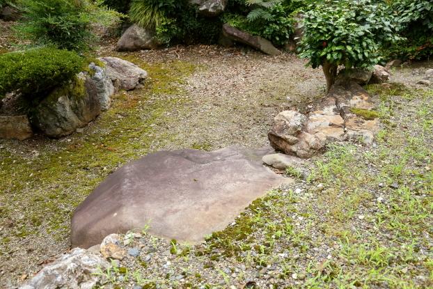 理覚院庭園・礼拝石