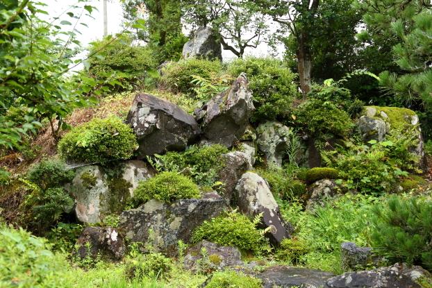 池氏庭園・築山の石組