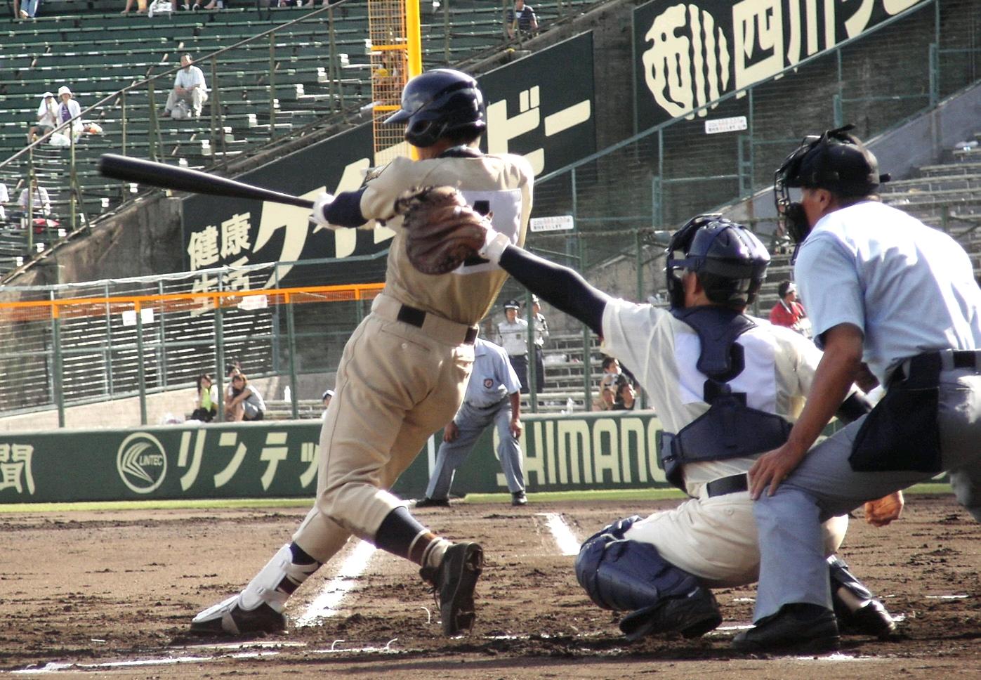 Batting_High_school_baseball_in_Japan_2007.jpg