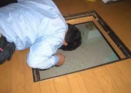 点検口からの床下漏水調査