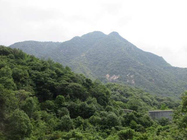 IMG0040JPG上部の堰堤から右田ケ岳を