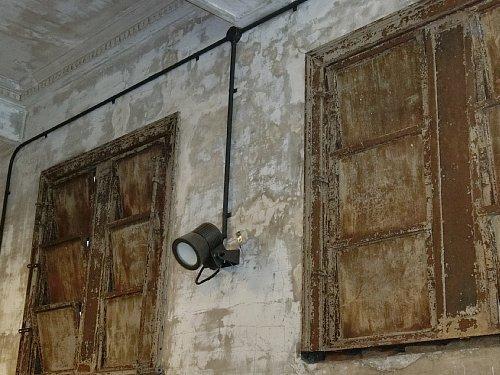 旧博物館動物園駅・窓