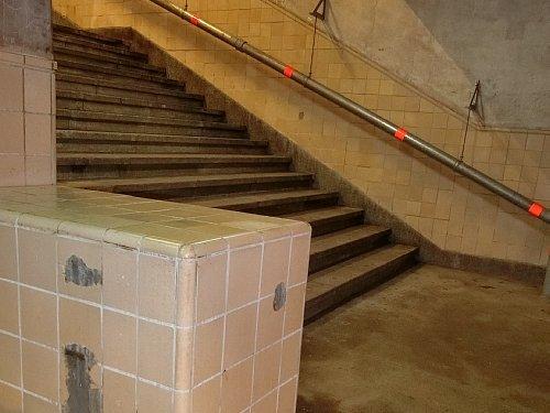 旧博物館動物園駅4