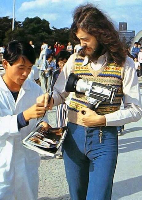 1971年広島平和公園を訪れたジミー・ペイジ