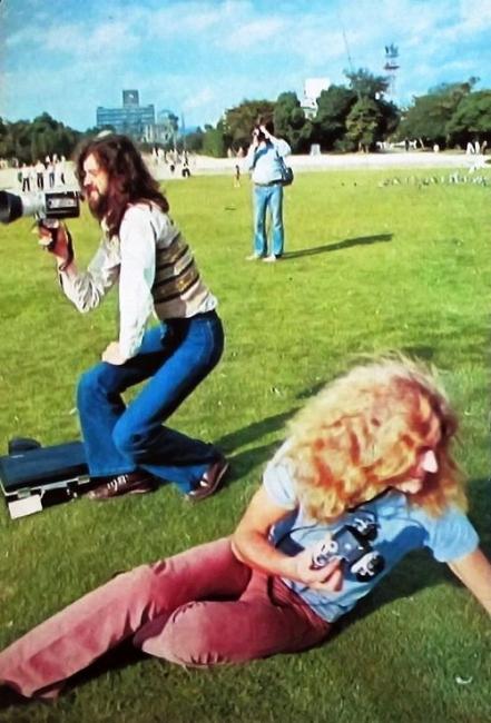 1971年広島平和公園を訪れたジミー・ペイジとロバート・プラント