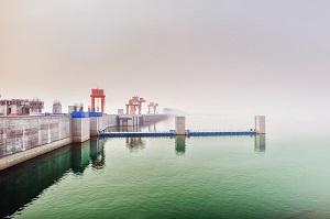 三峡ダム 中国 歪 罅