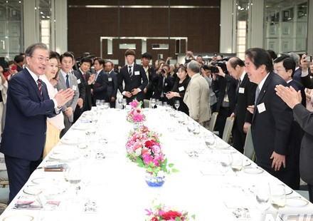 G20で来日した文在寅大統領、大阪で在日同胞と夕食懇談会を催し寂しさを紛らわす→ 民団の連中から「日韓関係悪化は我々にとっては死活問題だ、なんとかしろ」と泣き言を聞かされる