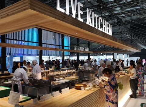 G20大阪サミット、外国メディアが絶賛 「2016年の中国サミットは最悪だったが、今回は興味深い展示があって最高だ。食から伝統文化、最新技術まで見ていて飽きない。これはまるで万博だ」