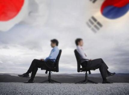 政府、韓国の徴用工訴訟への制裁として、外為法の優遇制度「ホワイト国」から韓国を除外、更に半導体の製造過程で不可欠なフッ化水素などの3品目の輸出規制を実施へ