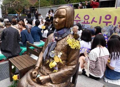 「ソウルの慰安婦像に日本人4人が唾を吐いた」→ 警察が捜査した結果、全員が韓国人だったと判明 … 制止する市民に日本語を使い、日本人を装う