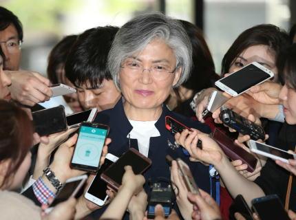 菅官房長官 「日韓軍事協定(GSOMIA)は予定通り更新する予定。さすがに韓国もそうするでしょ」→ 韓国・康京和外相「状況に応じて協定破棄の検討もありうる」 菅官房長官の煽りにまんまとハマる