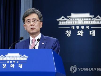 韓国大統領府 「GSOMIAを終了させる韓国政府の方針に米国が強い懸念を示したのは当然だ」「だが重要なのは、この機会が韓米同盟関係をさらに一段階アップグレードできる切っ掛けになる事だ」などと訳のわからない事を・・・