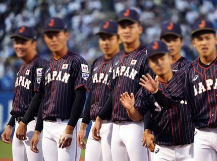 韓国で開幕する野球U-18日本代表、日韓関係の悪化を受けて日の丸などが入っていない無地のシャツを着て出入国する異例の対応へ … 日本高校野球連盟「韓国の国民感情に配慮した」