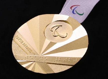韓国「パラリンピックのメダルは旭日旗だ。変えろ」→ IPC会長「ノーだ。扇からデザインされておりIPCとして全く問題ない … 中国の代表者からも「五輪などのグローバルな大会で、政治問題と混同させるべきではない」と叱られる