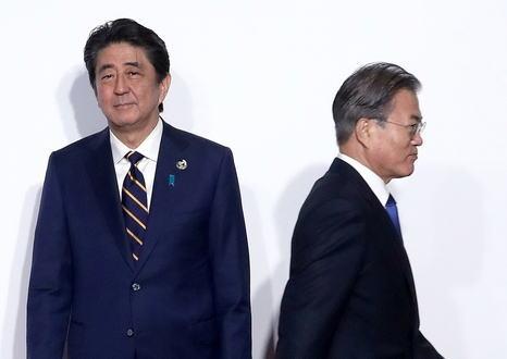 安倍首相、韓国の文在寅大統領との会談を見送る意向、日米韓首脳会談にも応じない考え … 韓国が元徴用工問題で具体的な解決策を示さず、会談する環境が整っていないとの判断