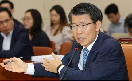 「韓国がデフォルトになってもいいのか?」と日本を脅しにかかる韓国、昔いじめた責任を取って面倒みろとでも言っているような浅ましさで、今更「通貨スワップ」を日本に要望