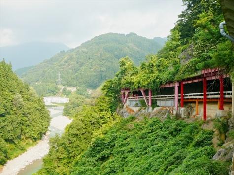 国道360号線と尾添川