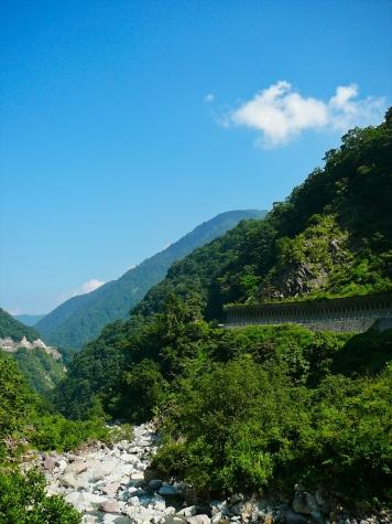 尾添川右岸を通る白山スーパー林道