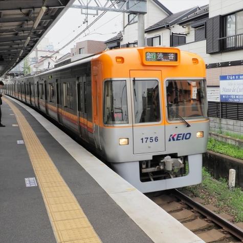京王電鉄 井の頭線 1000系 電車【池ノ上駅】1706F オレンジベージュ