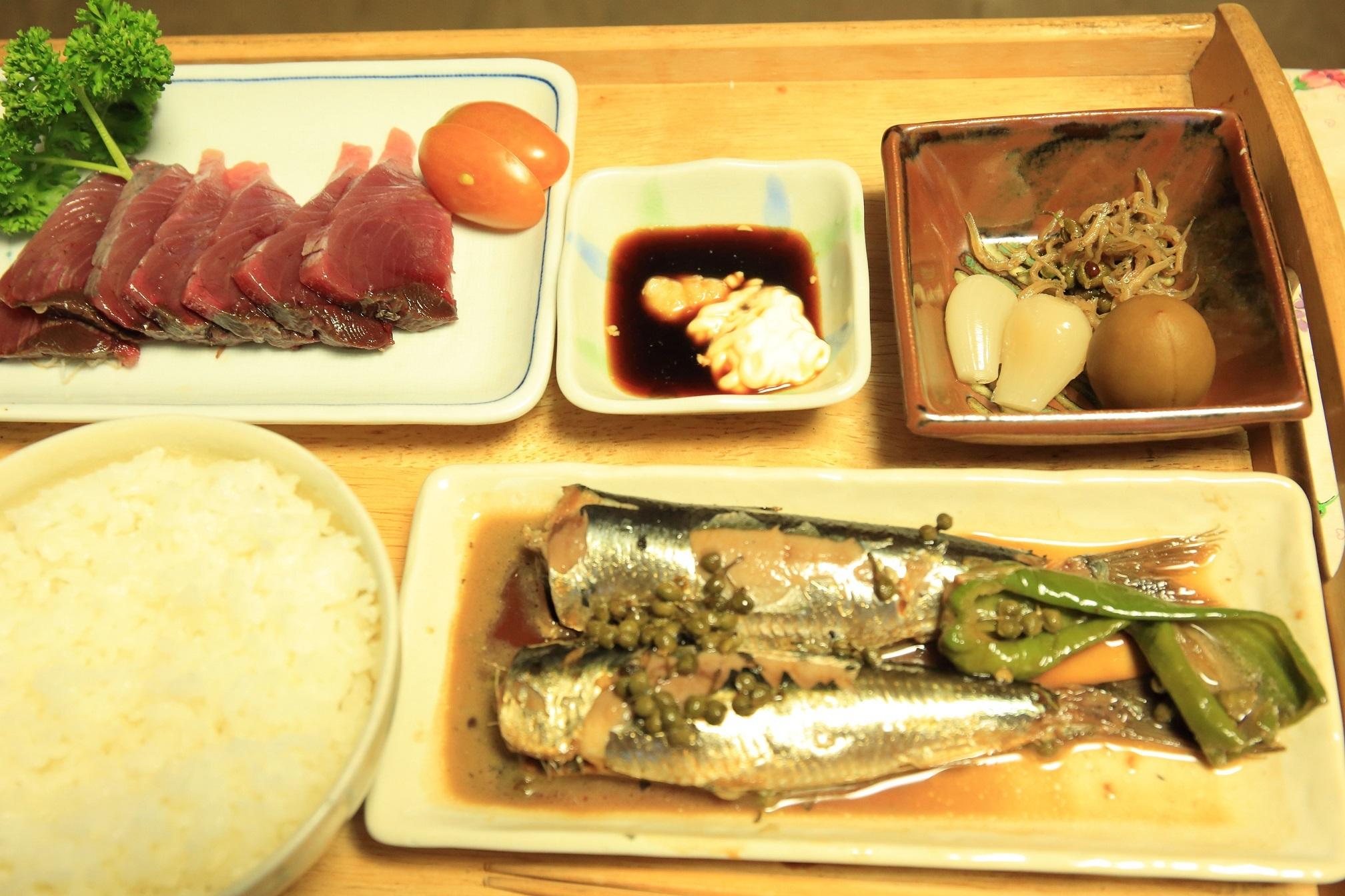 ブログ 煮魚の夕食.jpg