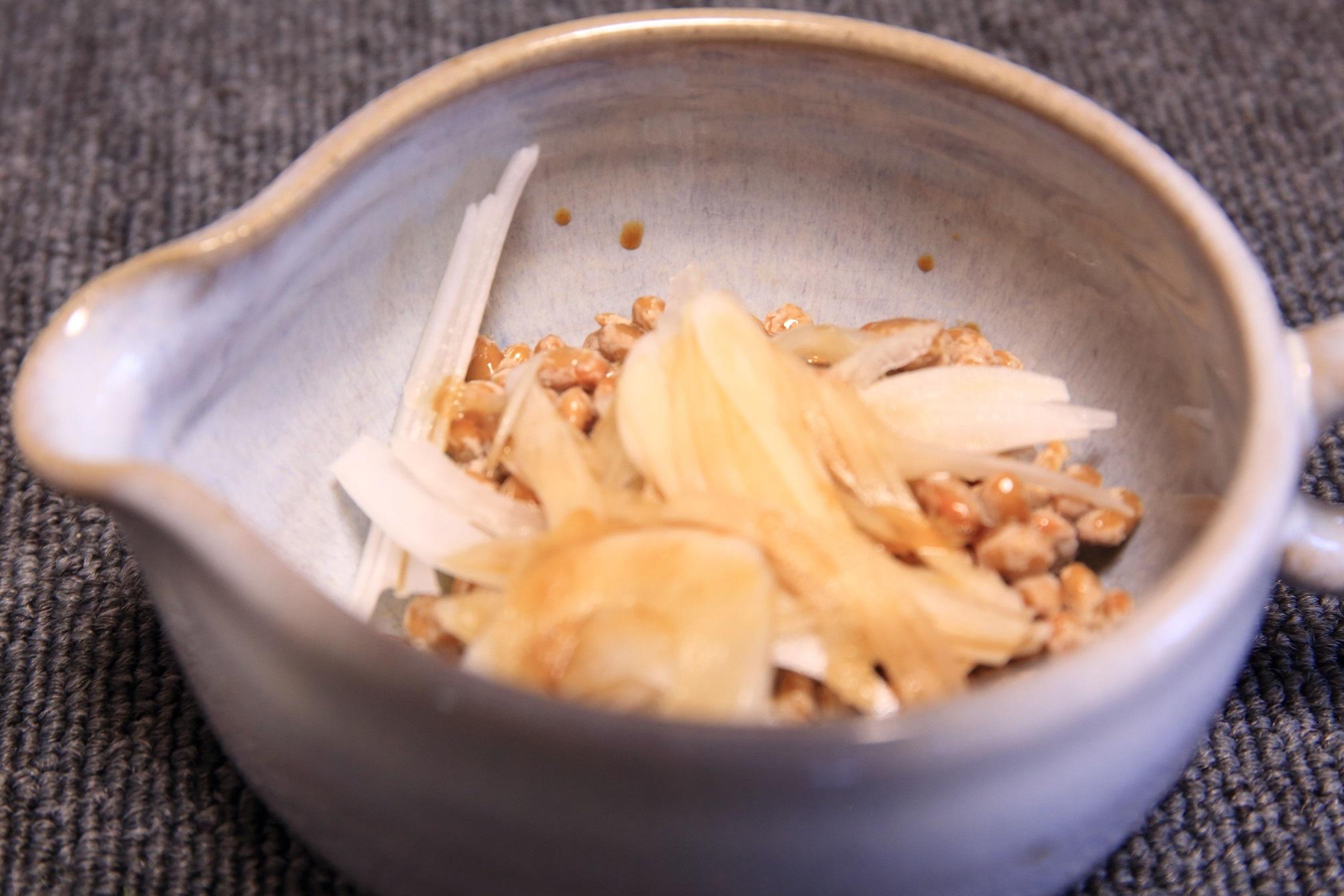 ブログ 血をサラサラする納豆とオニオンスライス.jpg