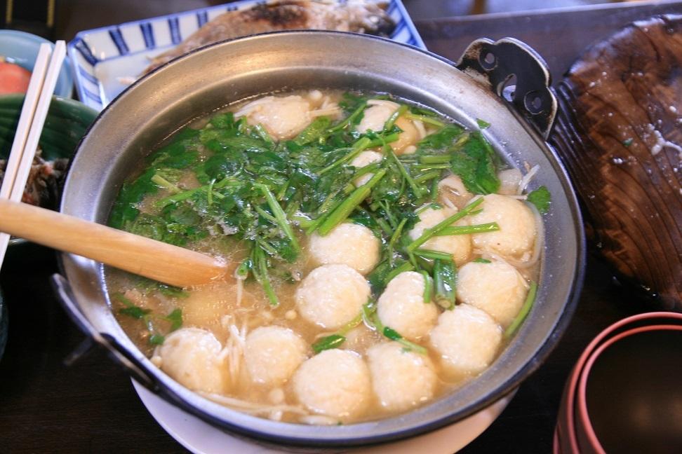 ブログ 名物の山芋の団子鍋.jpg