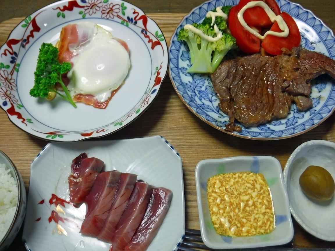 ブログ 夕食 ステーキとカツオの刺身.jpg