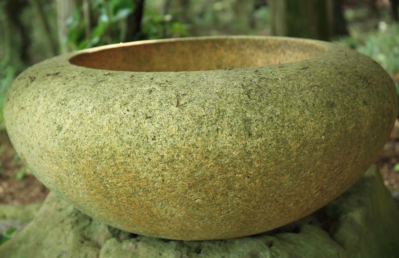 ブログ 手水鉢(ちょうずばち).jpg