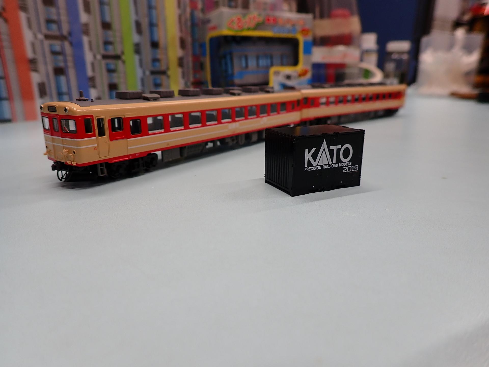 キヤ28と来場記念コンテナ。