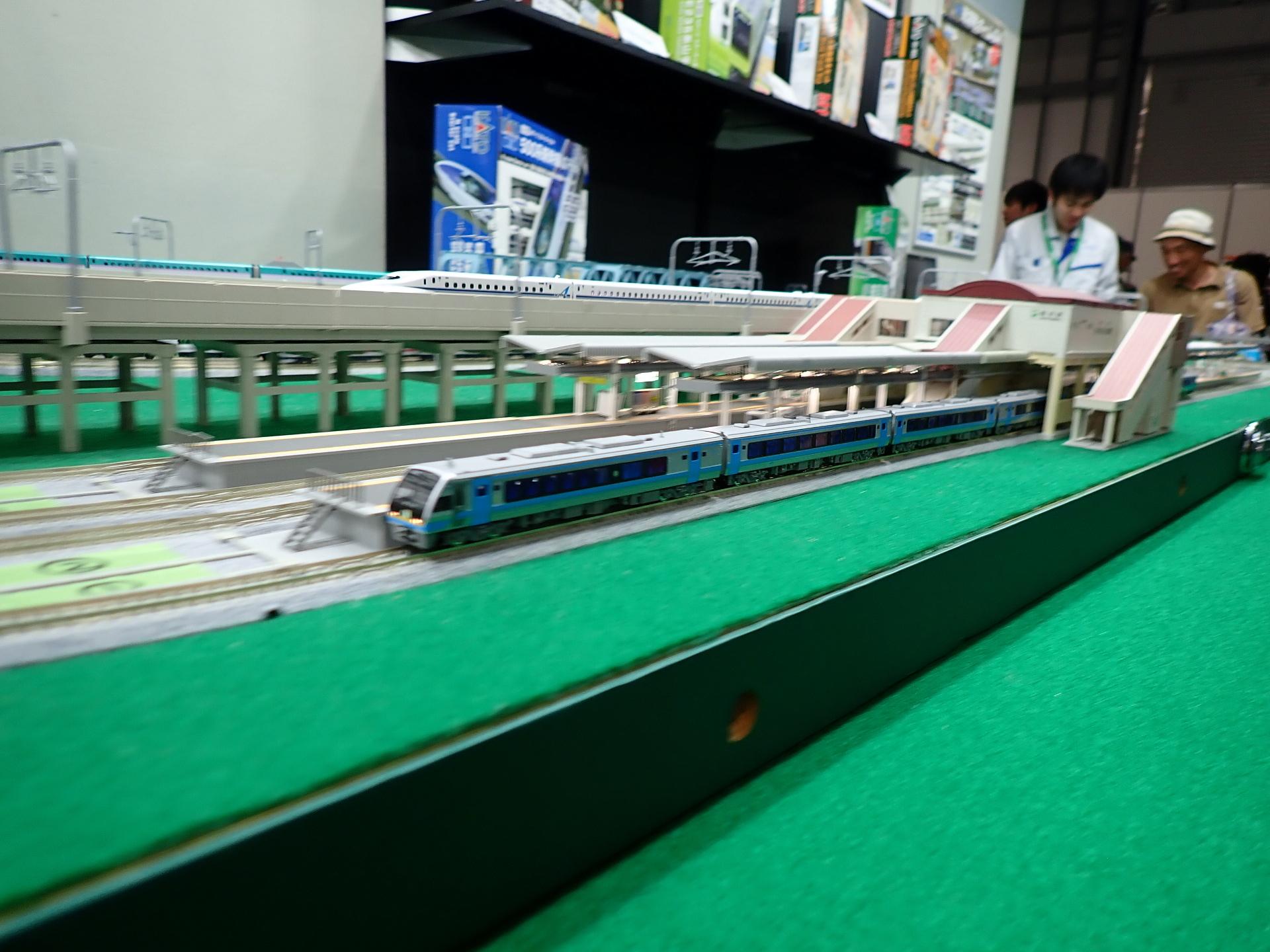 月末発売のJR四国2000系の走行の様子。