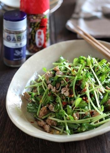 豆苗とひき肉の花椒炒め