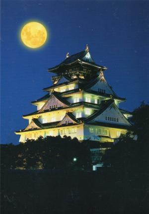 月と大阪城