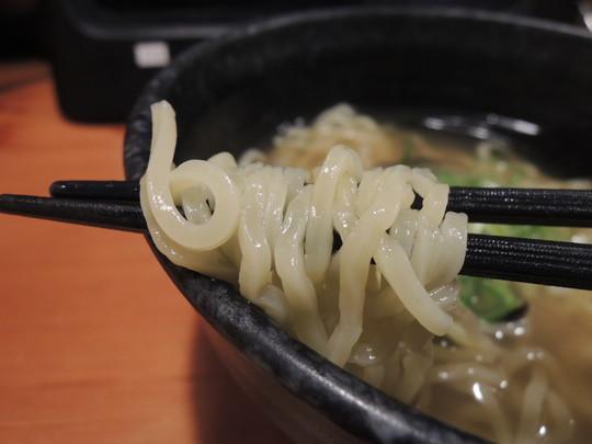 秋冬フェアメニュー「しじみラーメン」(321円)の麺