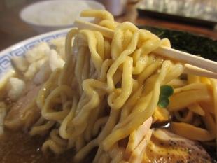 八ちゃんラーメン 濃厚中華ソバ 麺