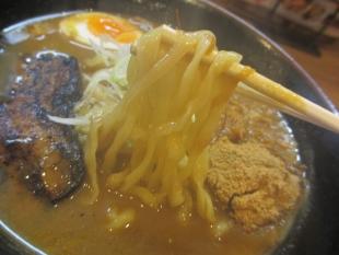 姥姥ラーメン三条 カレーラーメン 麺
