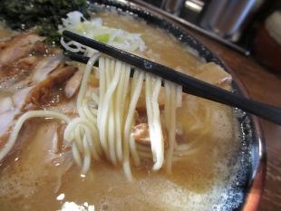 ダルマ食堂 ラーメンコッテリ 麺