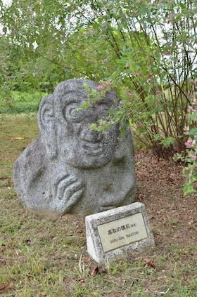11高取の猿石