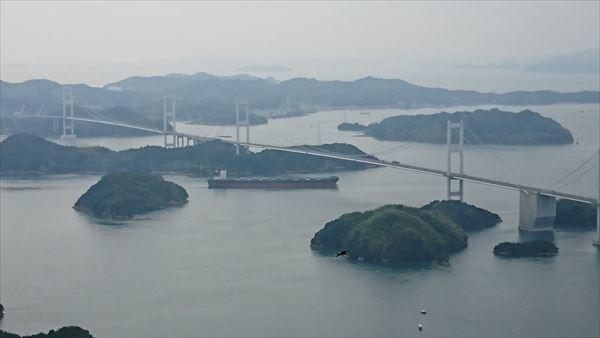 海峡大橋とタンカー