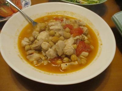 鶏肉とガルバンゾのトマトそー煮込み