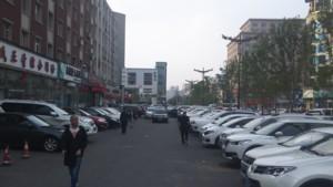 歩道と駐車スペース