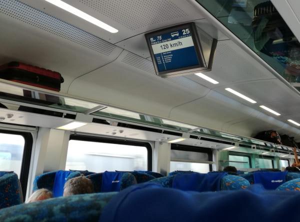 ウィーン-グラーツ電車_車内1